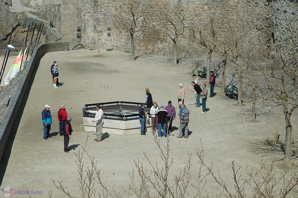 Playing petanque as seen from the fortified wall of St. Malo