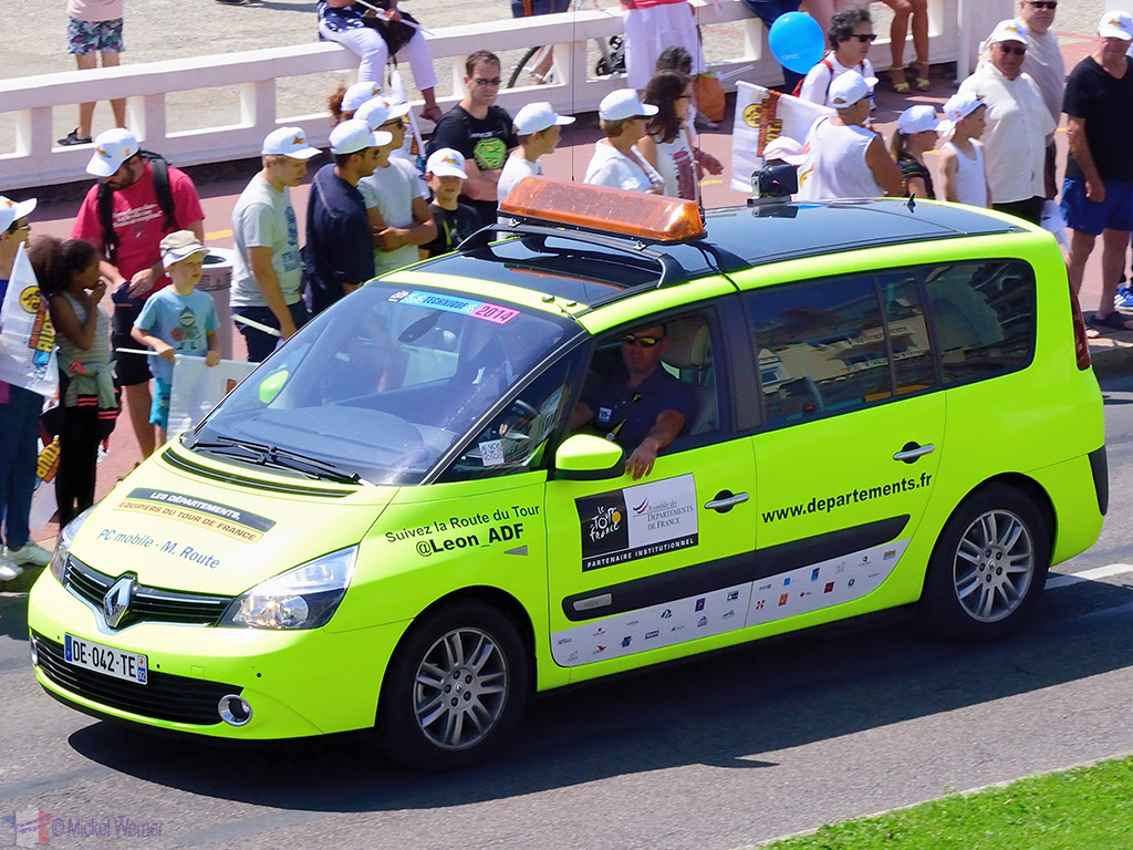Technical SUV at the Tour de France
