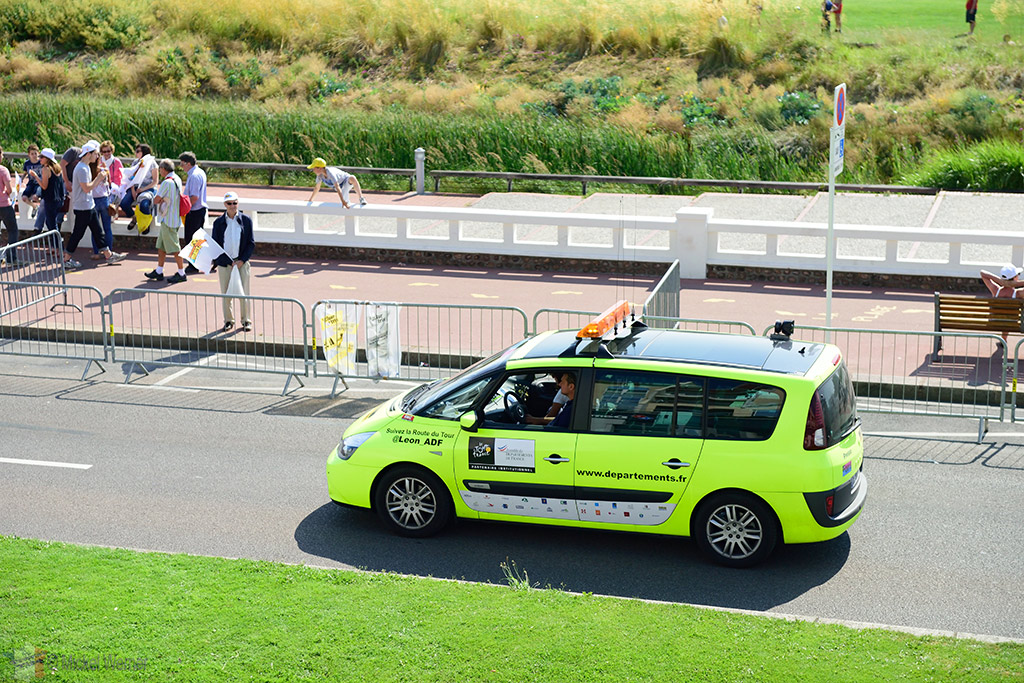 More safety SUVs at the Tour de France