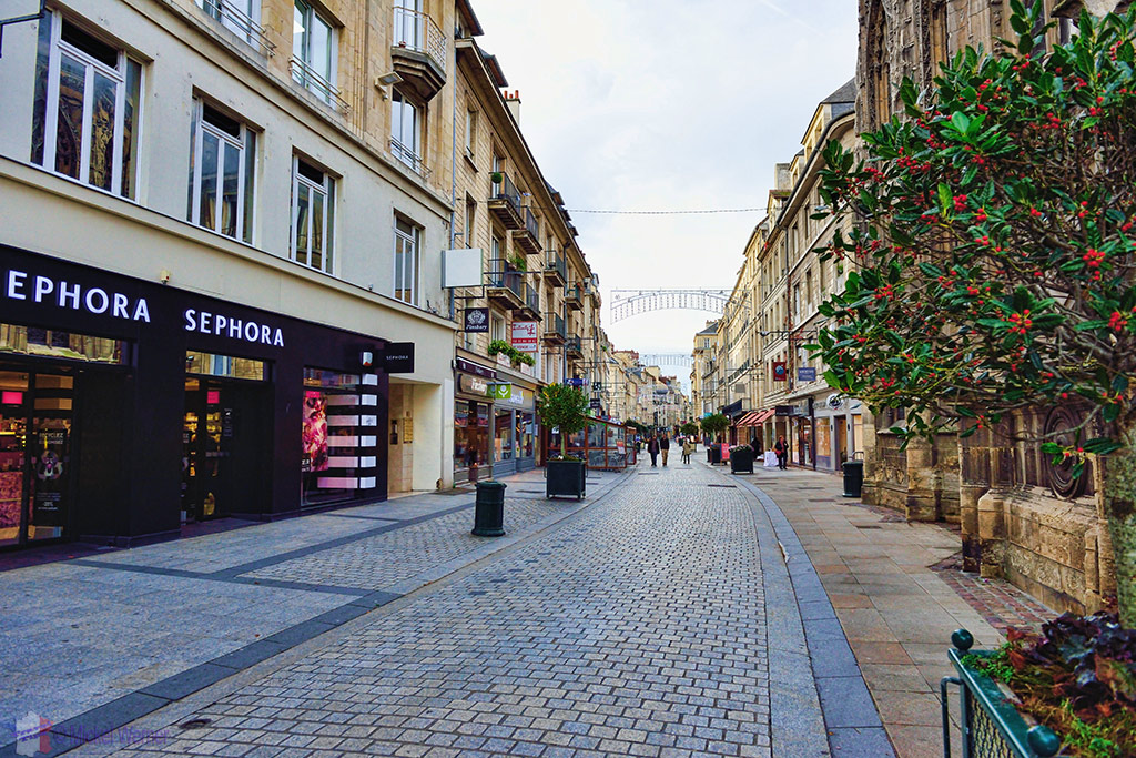 Pedestrian shopping street in Caen