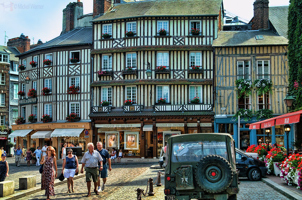 Art and antique shops at Honfleur