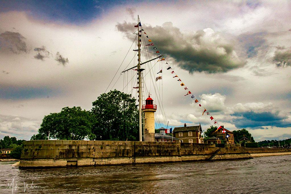 Honfleur harbour lighthouse Phare Jetee Est