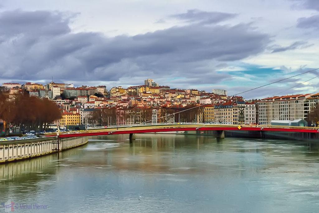 The Saint George bridge as seen from the Bonaparte bridge