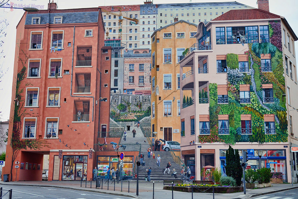 "Mural painting of the ""Mur des Canuts"""