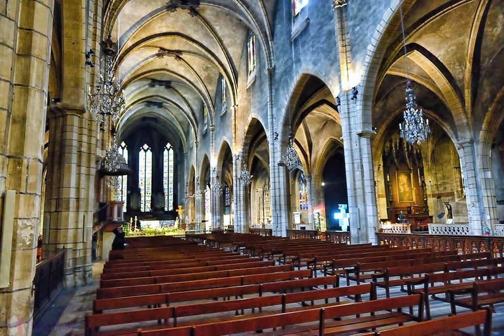 inside the nave of the Eglise (church) Saint-Bonaventure de Lyon