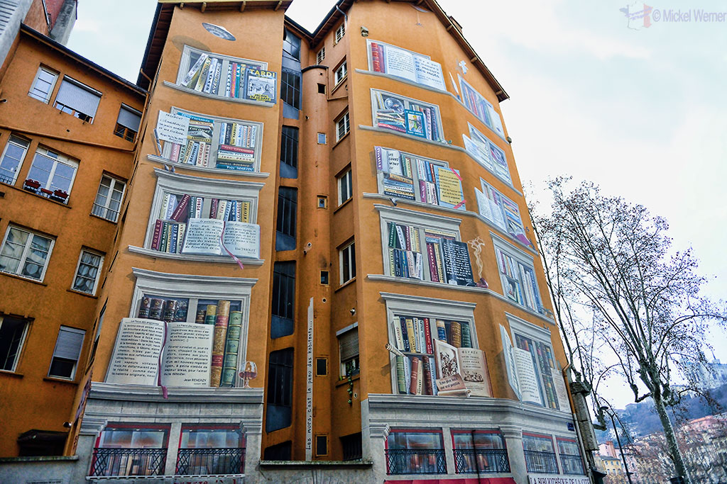 Mural painting of a library in Lyon