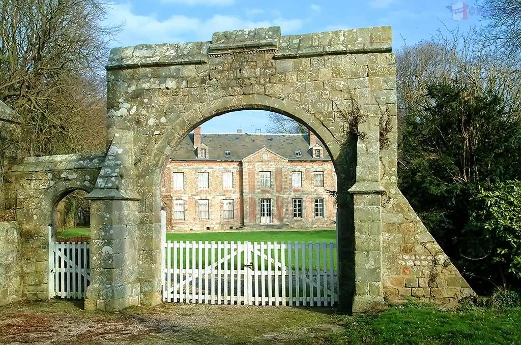 Gate of St Martin-Aux-Buneaux castle