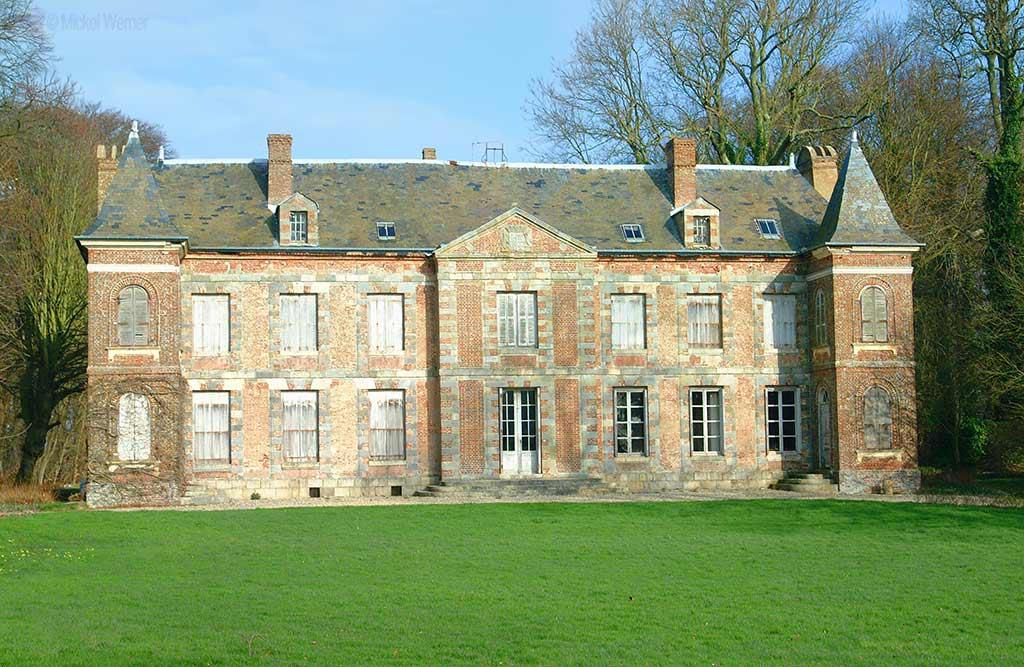 Saint-Martin-Aux-Buneaux Castle