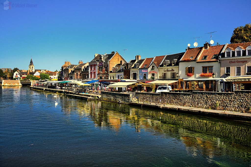 River and restaurants in the Saint-Leu district of Amiens