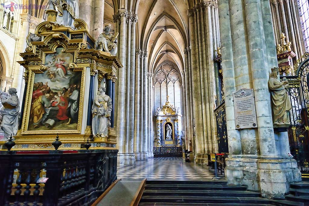 Hallway in the Amiens cathedral towards the rear