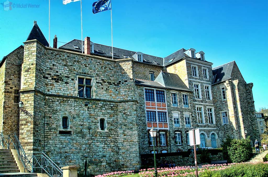 """The """"Palais des comtes du Maine"""" (aka palais royal Plantagenêt) is the current City Hall"""