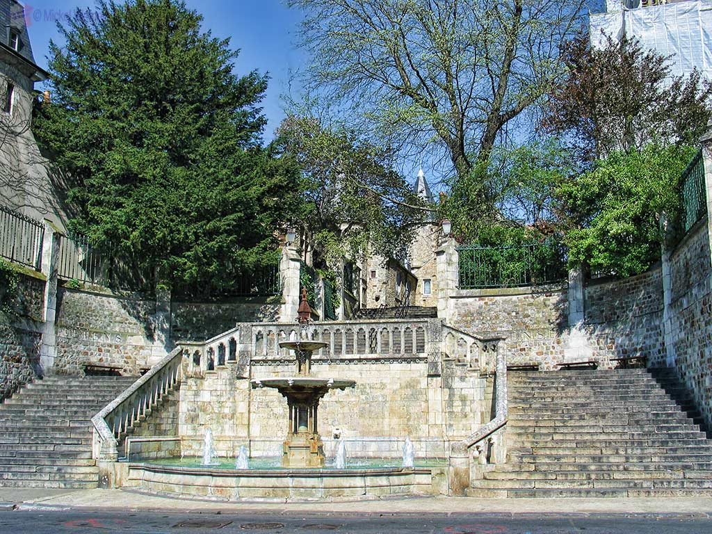Fountain next to the Saint-Julien cathedral of Le Mans