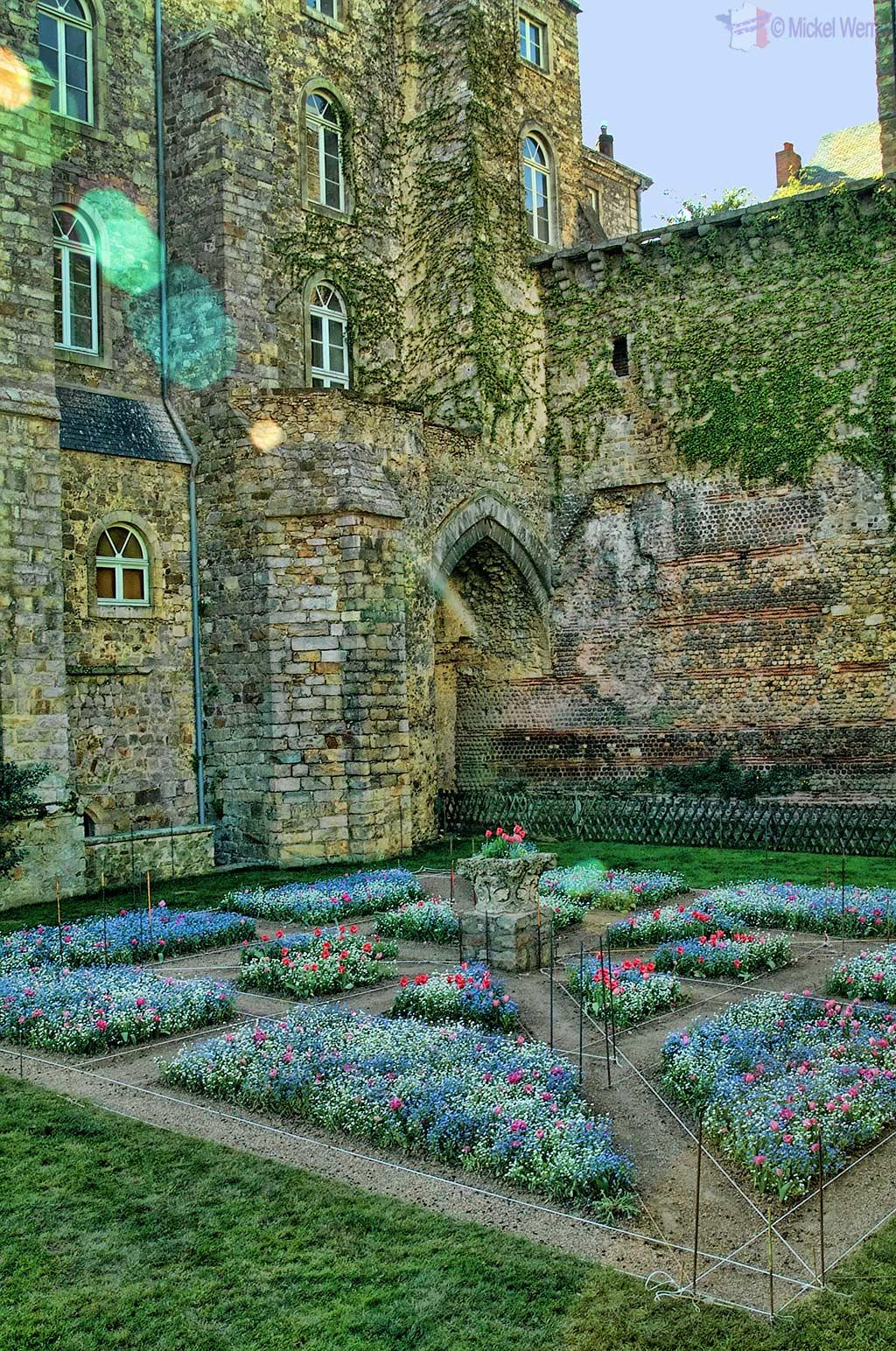 "The gardens at the ""Palais des comtes du Maine"" (aka palais royal Plantagenêt), the current City Hall"
