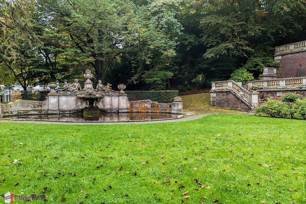 Fountain and sculptures of the Villa la Roseraie (castle) at Saint Adresse (Normandy)