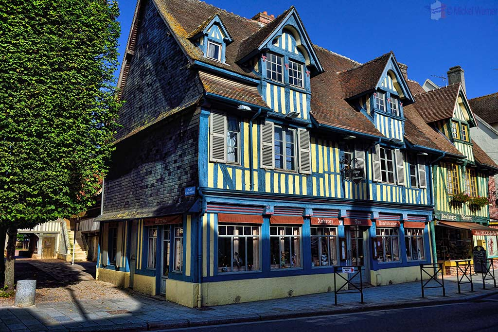 Old restaurant in Pont l'Eveque