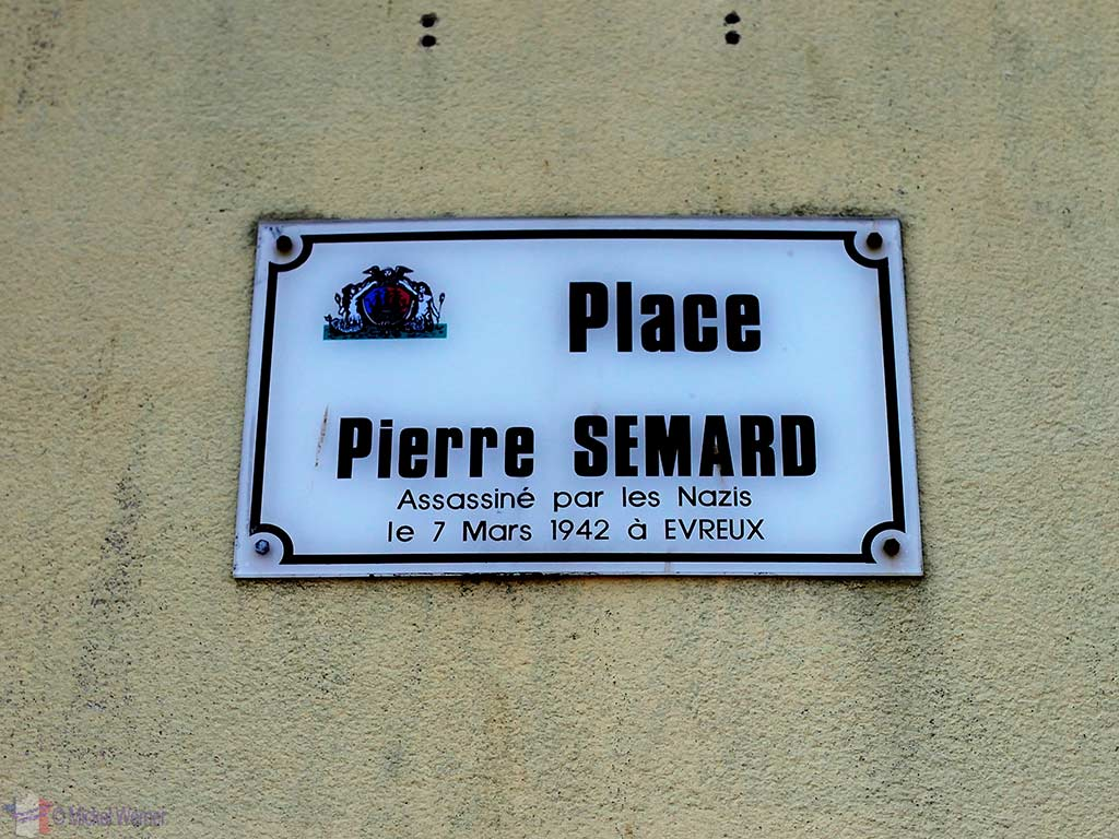 Square named after Pierre Semard, killed by the Germans during WWII