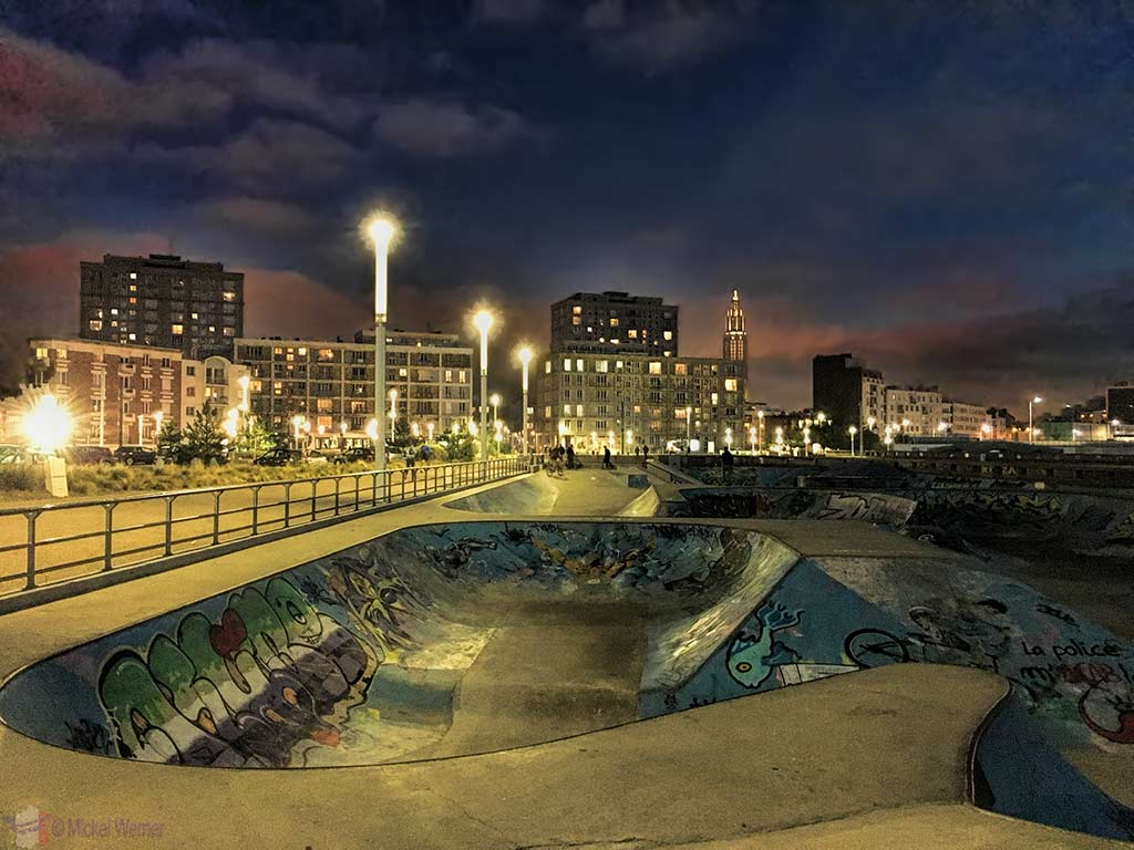 Le Havre skatepark at night in the winter