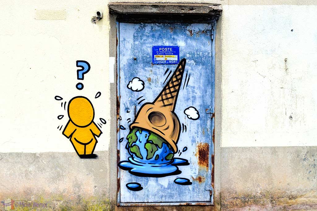 Door Gouzou with a climate change message by Jace in Le Havre