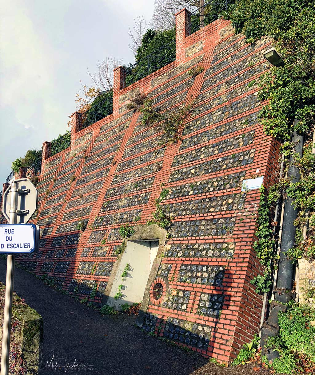 """Part of the wall of the """"Rue du Grand Escalier"""" in Le Havre, Normandy"""
