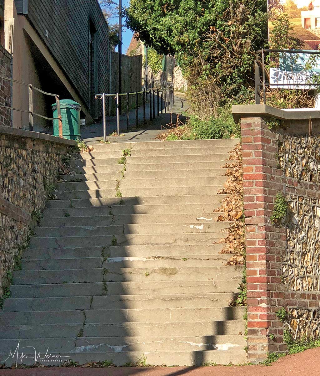 """Bottom part of the """"Sentier du Pain du Sucre"""" that brings you from Le Havre to the top of the cliffs at Sainte-Adresse"""