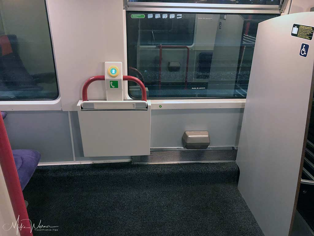 Wheelchair area and minder chair of an Intercites train