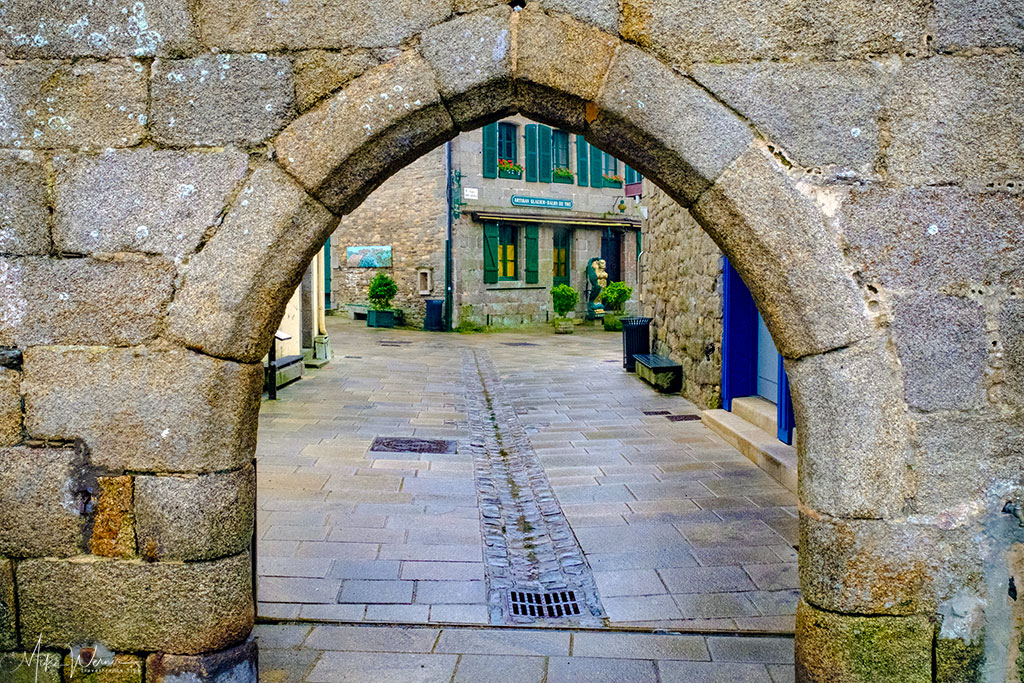 """""""Porte au Vin"""" (Wine gate) of the walled city/town of Concarneau"""