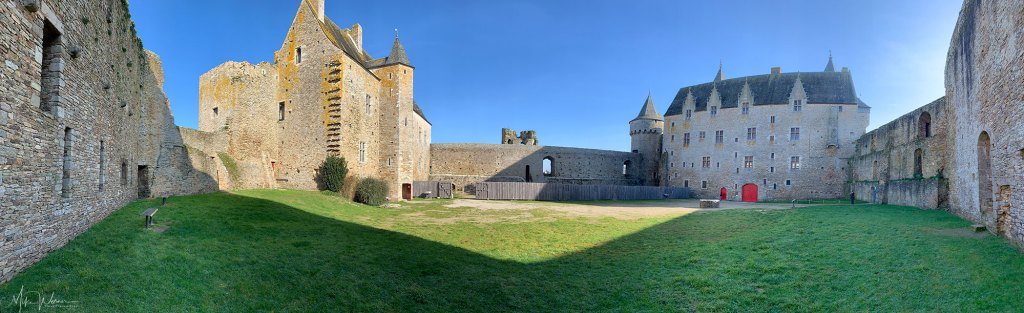 Panoramic photo of the courtyard of the Chateau/Fortress Suscinio in Brittany