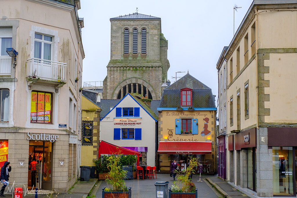 Shops and restaurants in Concarneau