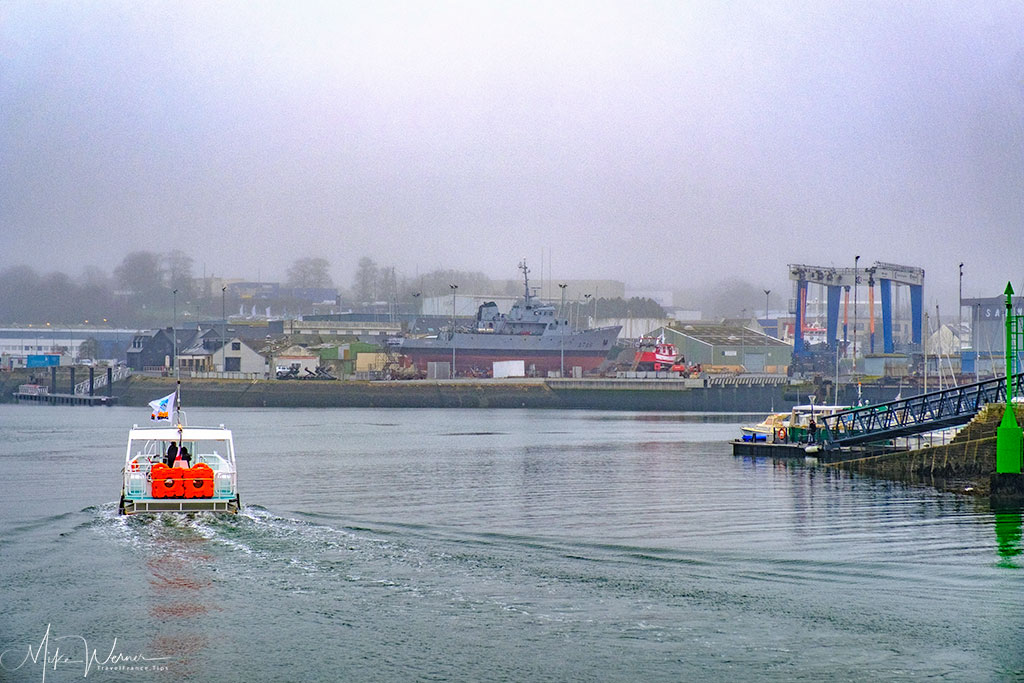 Ferry (Bac) going to other side from walled city of Concarneau