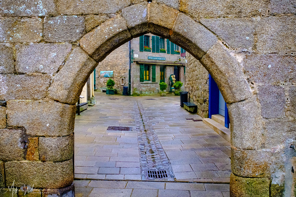 Porte aux vins in walled city of Concarneau'