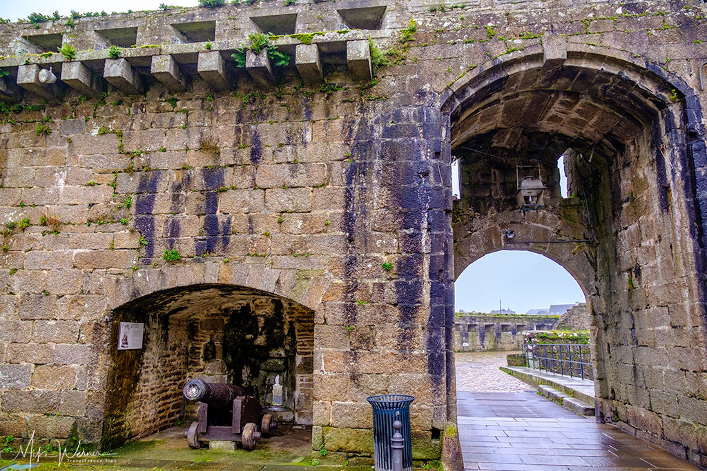 Gate of the walled city of Concarneau