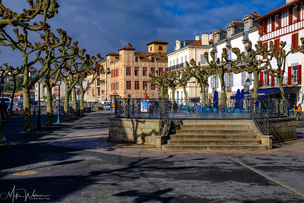 Popular square in St-Jean-de-Luz