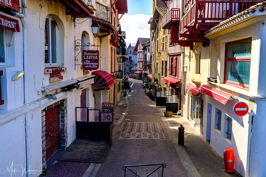 Narrow streets of Saint-Jean-de-Luz