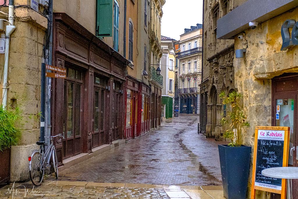 Narrow cobblestone roads in Valence'