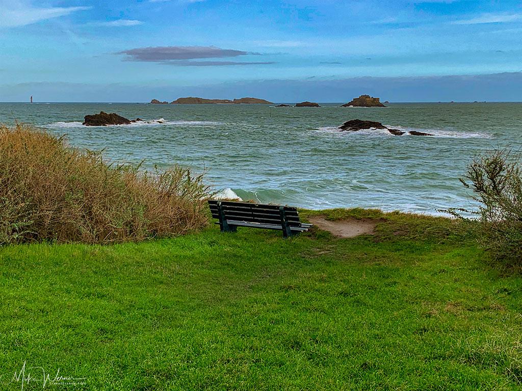Sit to watch the beautiful sea scenery in Dinard