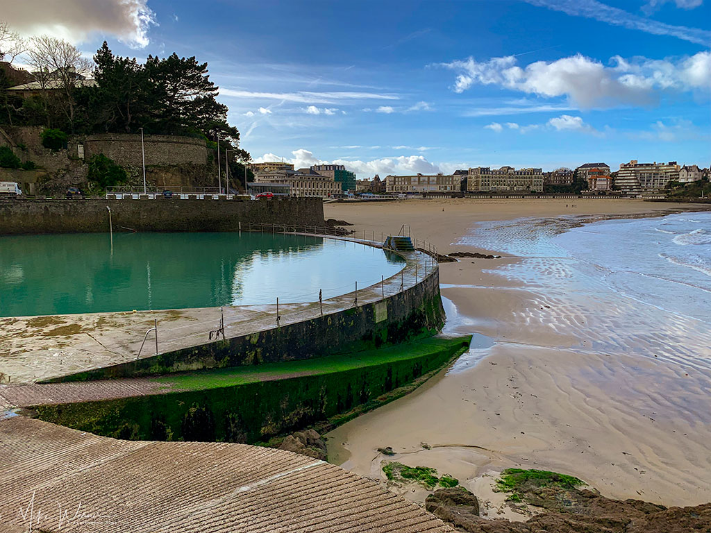 View of the beach, sea and Dinard