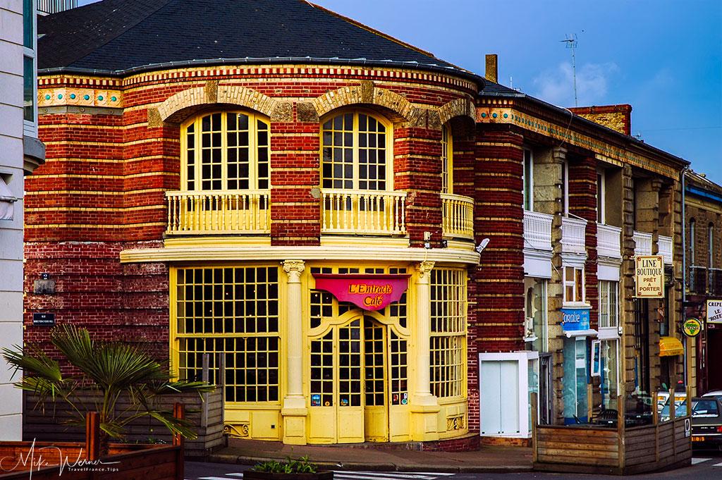 A cafe/restaurant inside Dinard