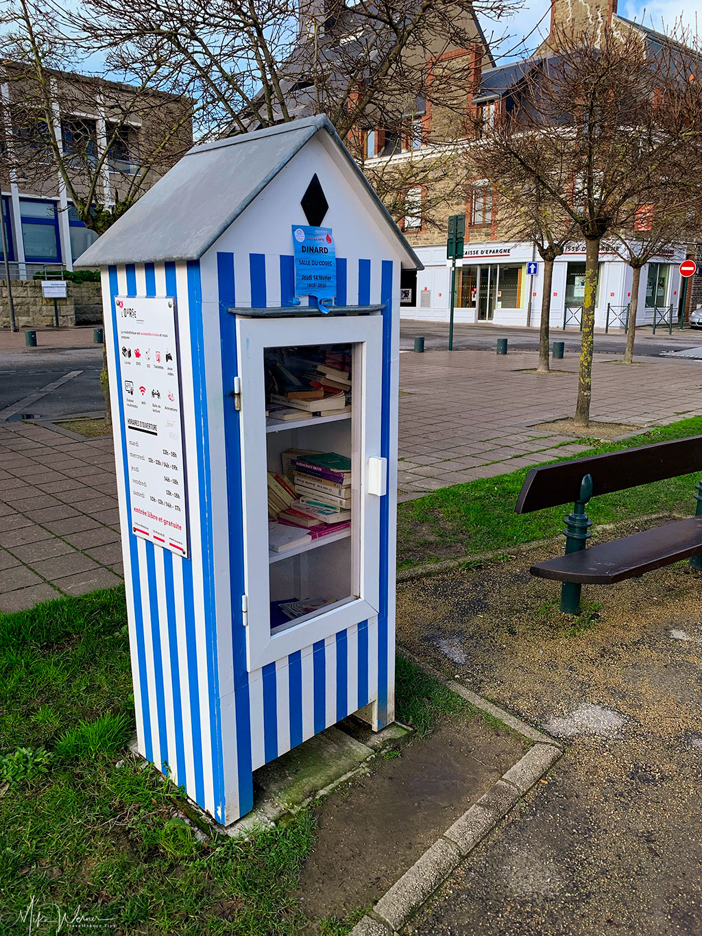 Mini public library in Dinard'