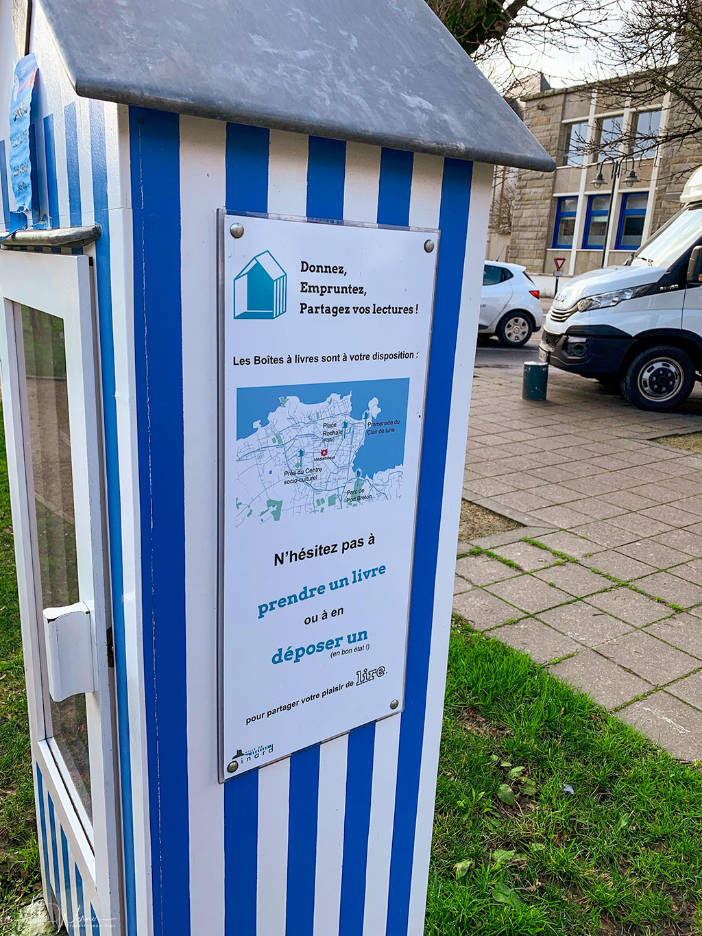 Instructions for using the mini public library of Dinard