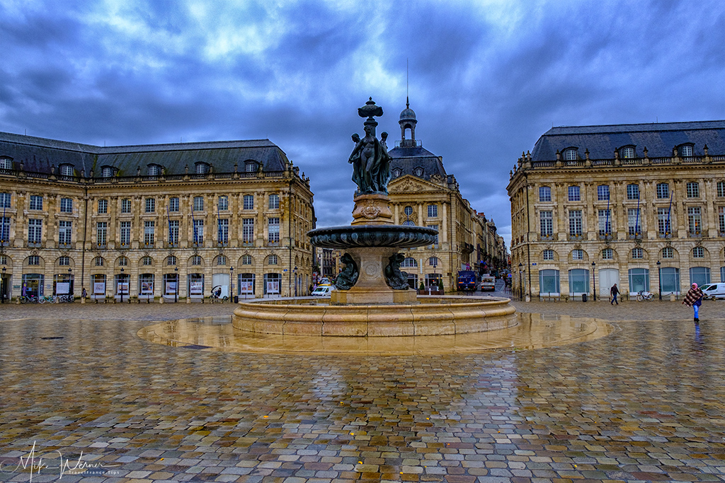 The middle part of the square with its fountain in Bordeaux