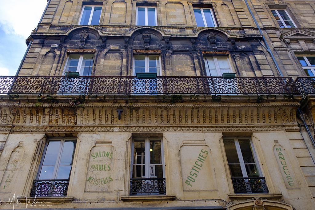 Visible pollution on the building in Bordeaux