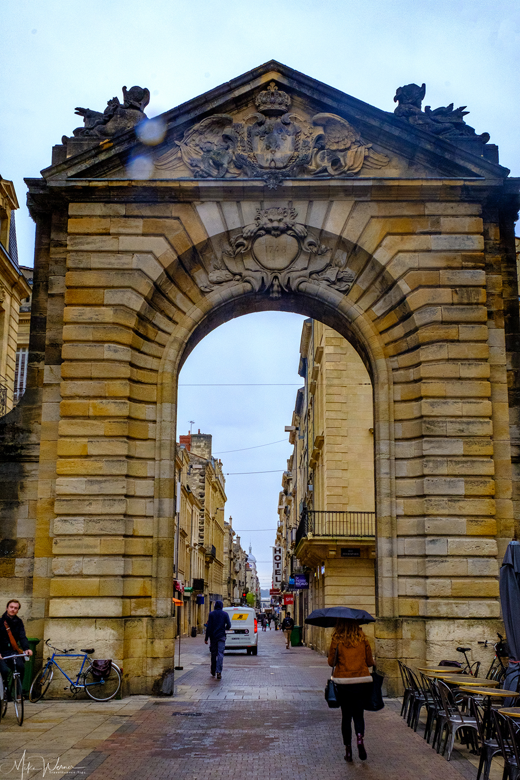 Porte Dijeaux in the West of Bordeaux