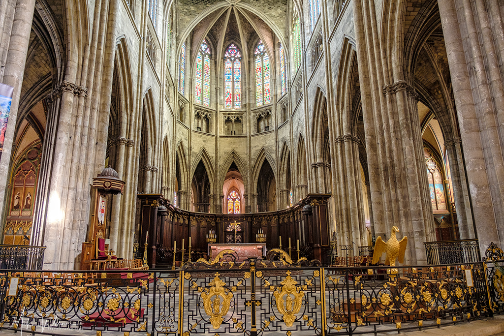 The altar of the Bordeaux Cathedral