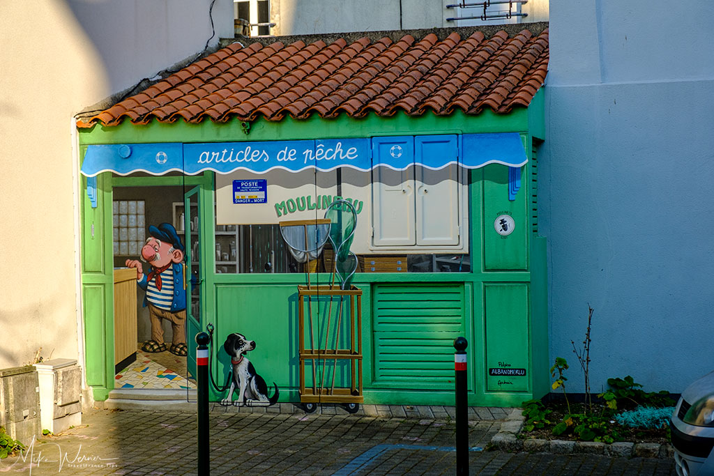 Cute mural paintings on Les Sables-d'Olonne