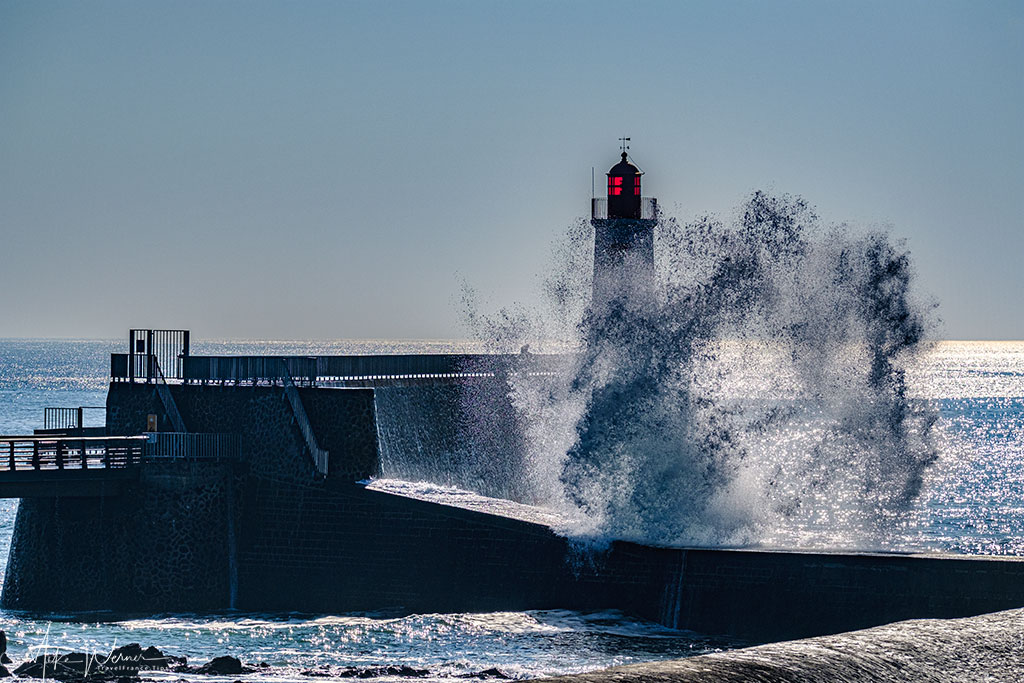 Waves hitting the lighthouse at Les-Sables-d'Olonne