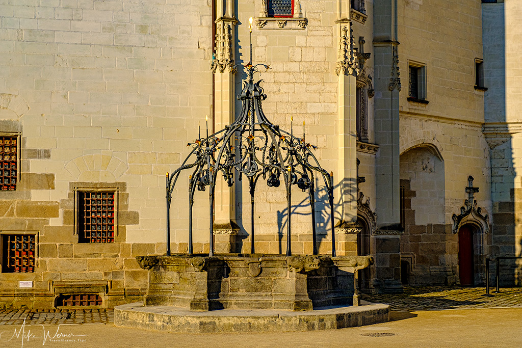 The water well in front of the 'Big Government' building in the Nantes castle