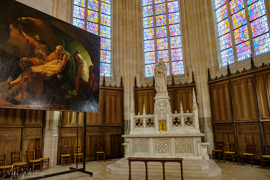 Chapel in the Nantes cathedral with painting and stained glass in the background