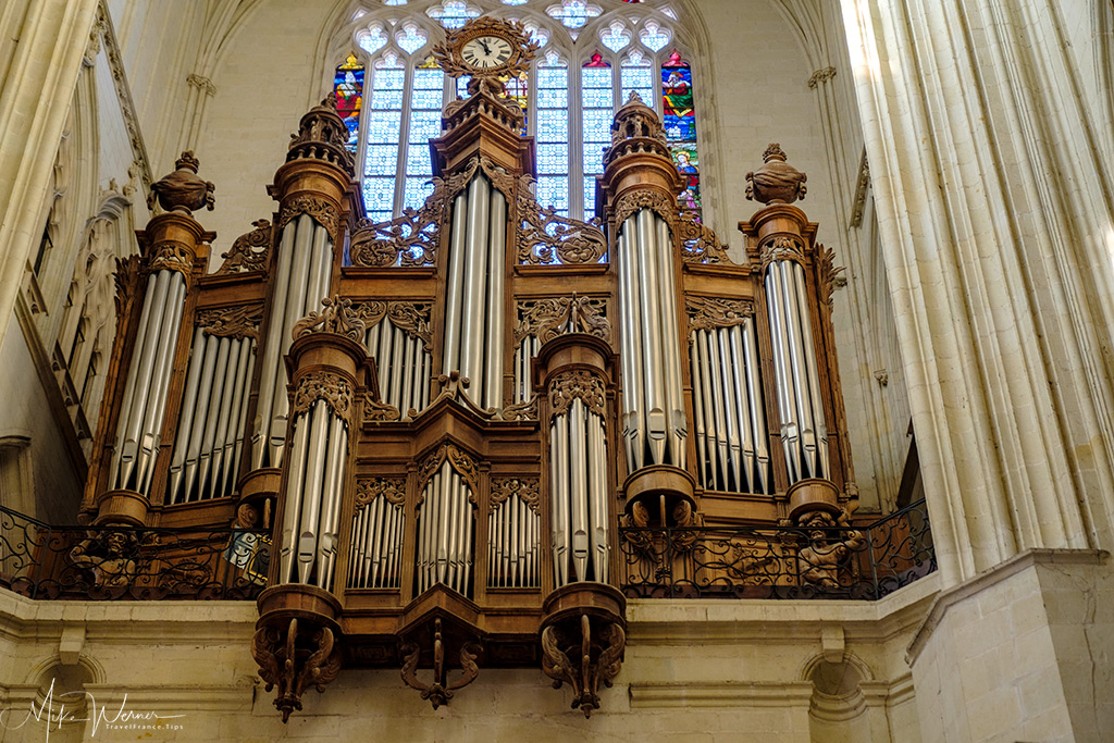 The big organ of the cathedral in Nantes