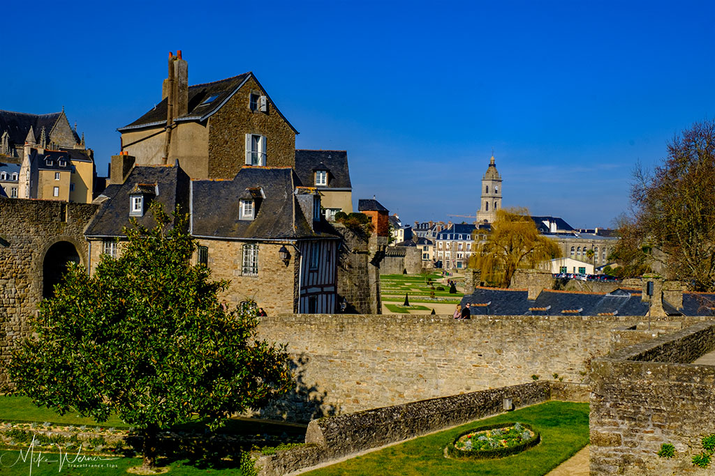 Views of the public garden, walls and churches of the city of Vannes