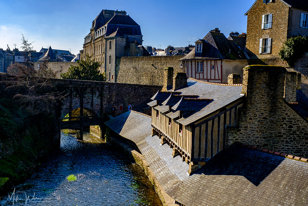 Houses and bridge alongside the river at the ramparts of Vannes